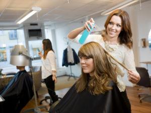 Хочу быть парикмахером: сколько на этом можно заработать?